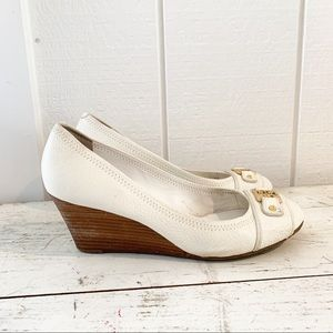 T ory Burch Carnell Mid Wedge Off White sz 10
